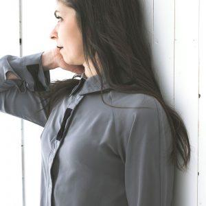 Vêtements québécois, chemise pour femme classique, grise, intemporel et fait au Québec, Marilou design
