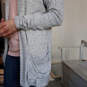 Cardigan ample, gris et confortable fait au Québec, vêtement Marillou design
