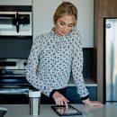 chemise-pour-femme-blouse-fait-au-quebec-blanc-motif-noire-designer-quebecois-marilou-design