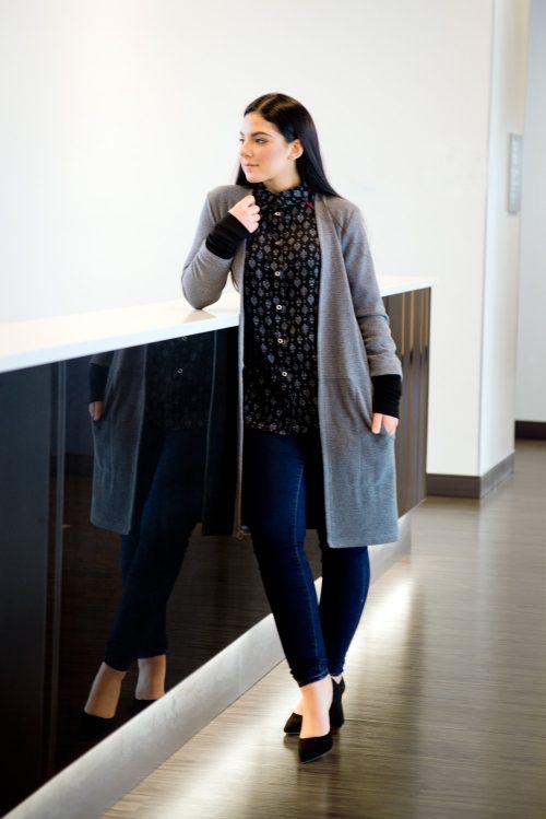 cardigan-long-gris-look-pour-femme-chic-motif-vetement-quebecois-marilou-design-1