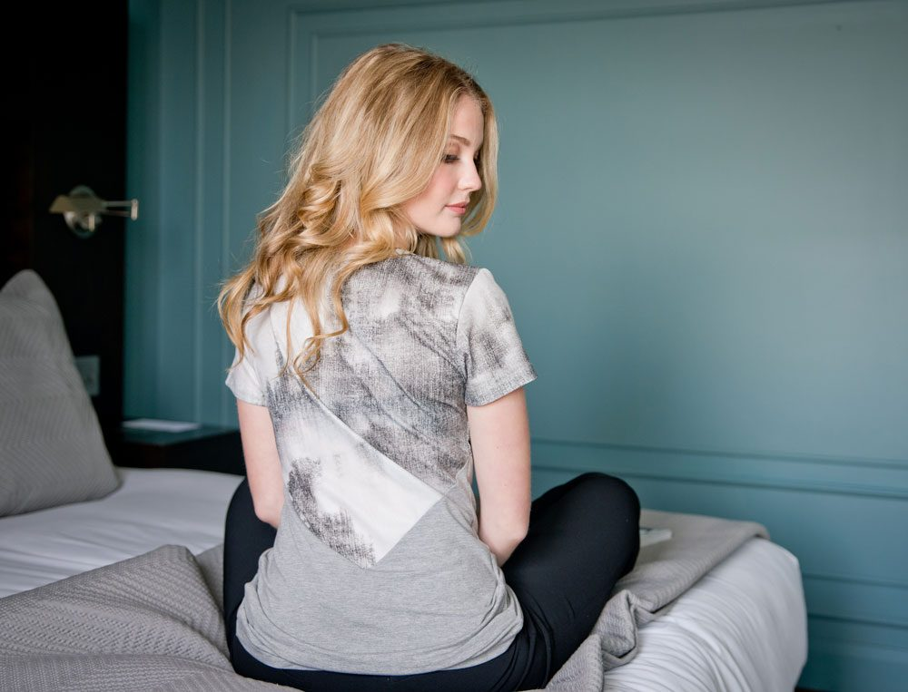 look-chic-grey-tshirt-for-woman-comfortable-clothes-made-in-quebec-marilou-design