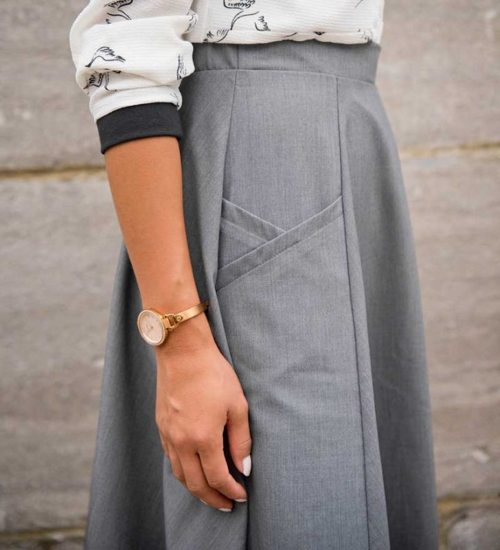 skirt-for-woman-light-grey-made-in-canada-quebec-look-chic-comfy-clothes-jupe-vetement-pour-femmes-designer-quebecois-marilou-design