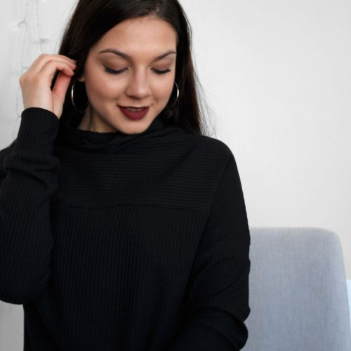 black-dress-chic-longsleeves-robe-noire-vetement-pour-femmes-woman-clothes-look-for-christmas-made-in-quebec-marilou-design
