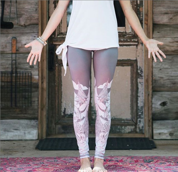 rose-buddha-legging-made-in-quebec-recycled-bottles-minimalist-ecologic-fashion
