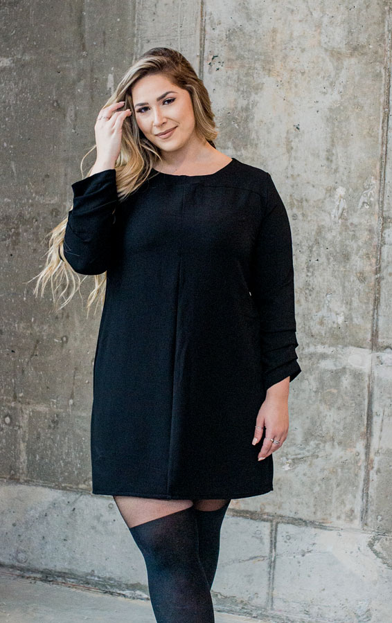 black-dress-chic-with-longues-sleeves-classy-robe-noire-made-in-quebec-marilou-design