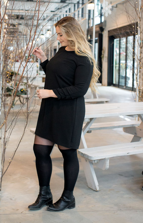 black-dress-chic-with-longues-sleeves-comfy-christmas-classy-robe-noire-made-in-quebec-marilou-design