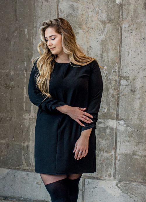 black-dress-chic-with-longues-sleeves-comfy-classy-robe-noire-made-in-quebec-marilou-design