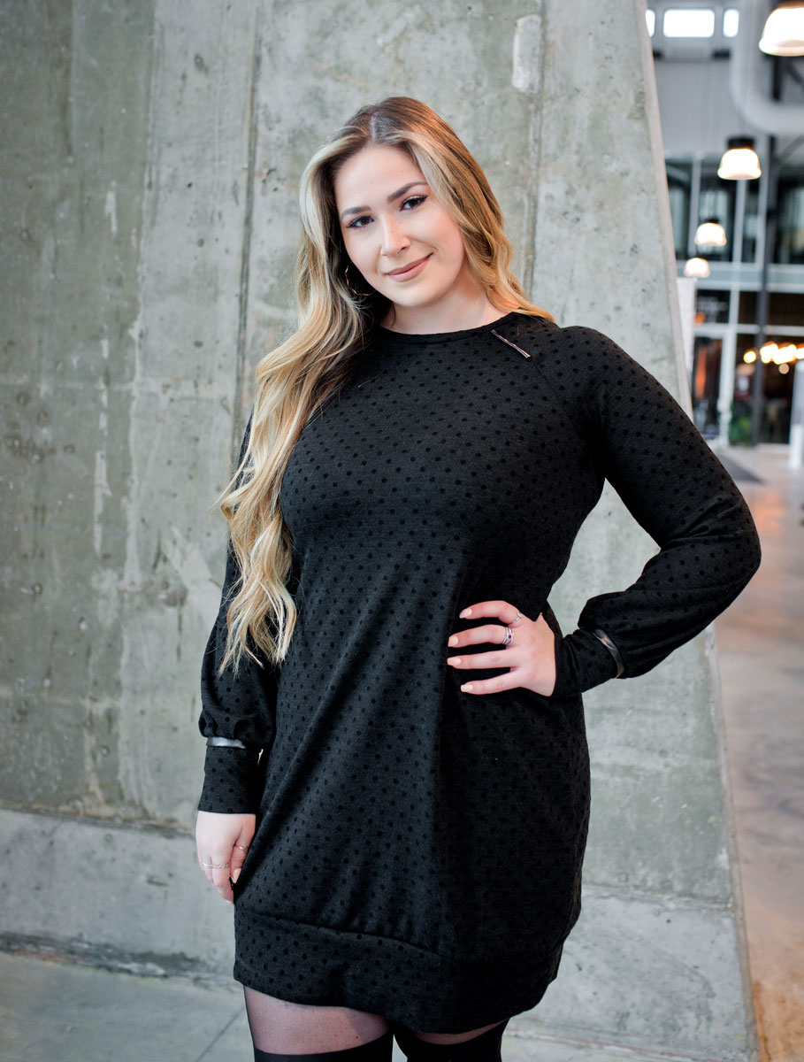 black-dress-long-sleeves-comfy-and-chic-with-dot-elegancy-classy-made-in-quebec-marilou-design
