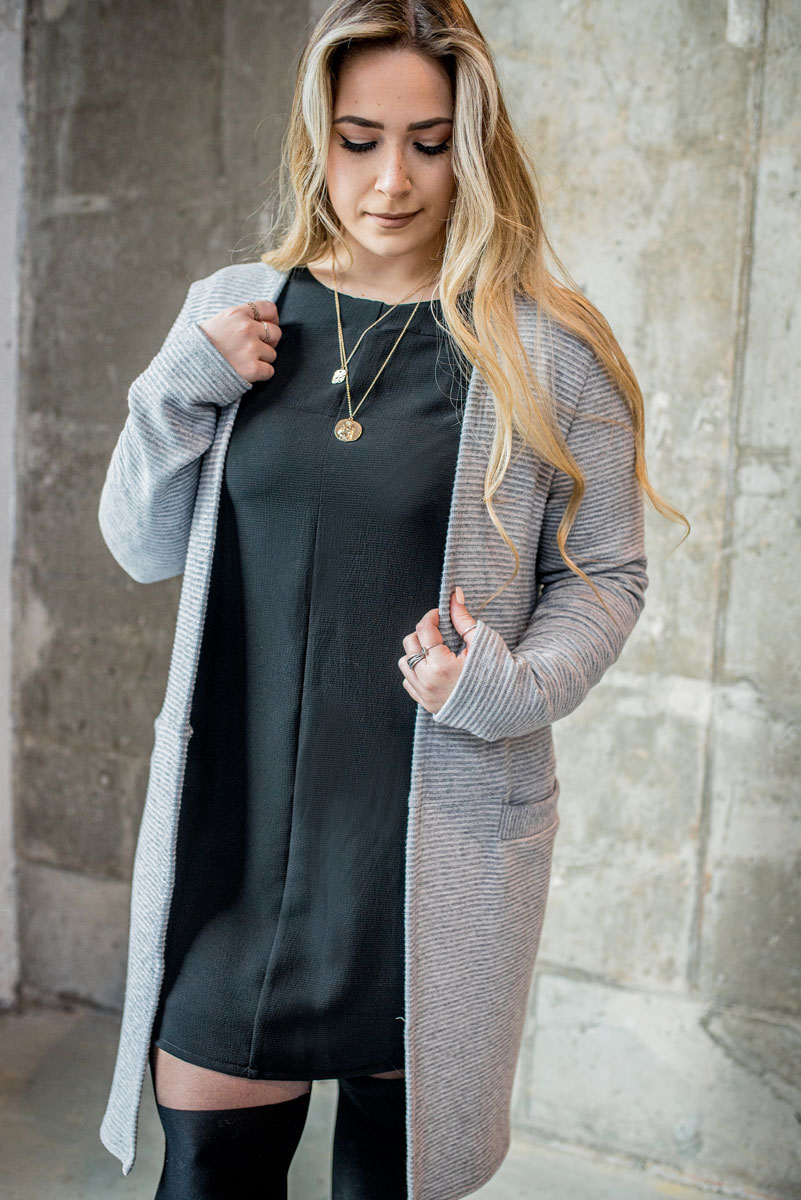 cardigan-gris-pour-femme-vest-grey-chic-comfy-longues-sleeves-with-black-dress-for-woman-made-in-quebec-marilou-design