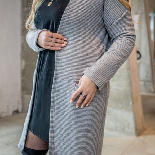 cardigan-gris-pour-femme-vest-grey-chic-comfy-longues-sleeves-with-pocket-sweater-for-woman-made-in-canada-marilou-design