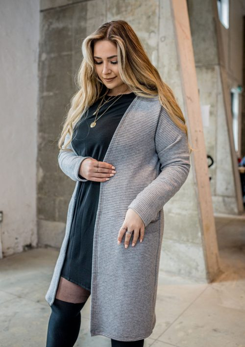 cardigan-gris-pour-femme-vest-grey-chic-comfy-longues-sleeves-with-pocket-sweater-for-woman-made-in-quebec-marilou-design