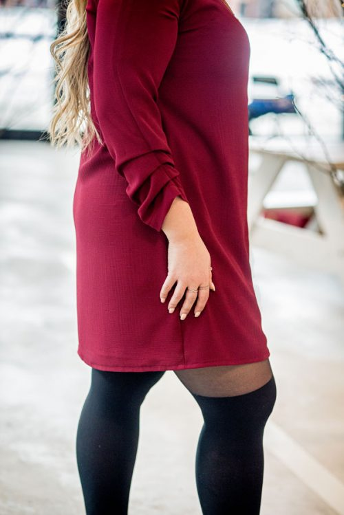 red-dress-chic-with-longues-sleeves-classy-robe-bourgogne-made-in-quebec-marilou-design