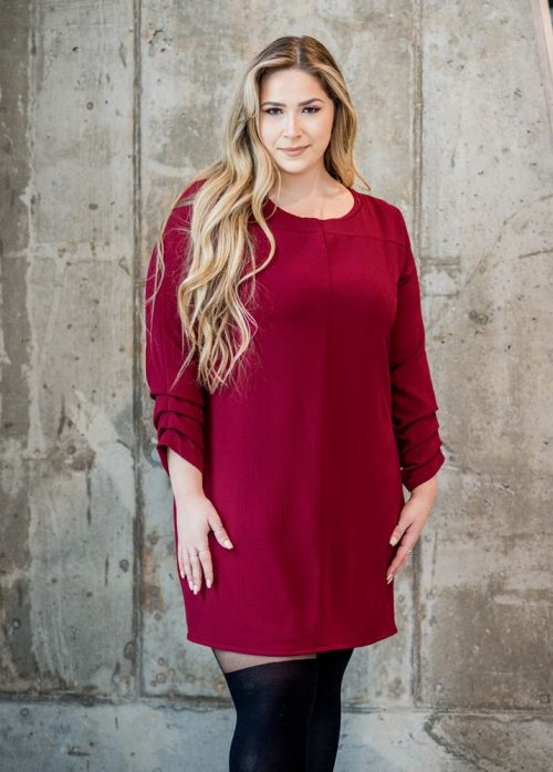 red-dress-chic-with-longues-sleeves-comfy-christmas-classy-robe-rouge-made-in-quebec-marilou-design