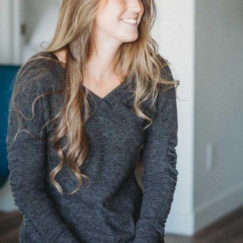 sweater-grey-for-woman-chandail-manches-longues-vetement-gris-fait-au-quebec-designer-marilou-design
