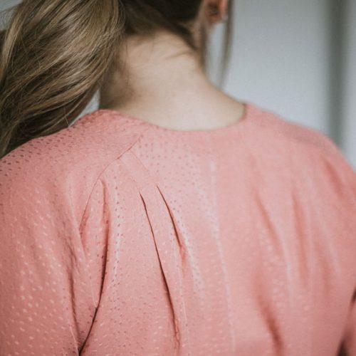 blouse-rose-manche-courtes-boutique-en-ligne-vetement-quebecois-shirt-woman-fait-au-quebec-marilou-design