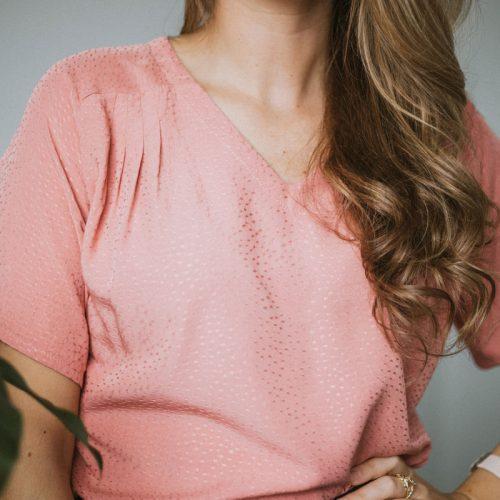 blouse-rose-manche-courtes-boutique-en-ligne-vetements-quebecois-shirt-woman-fait-au-quebec-marilou-design-1