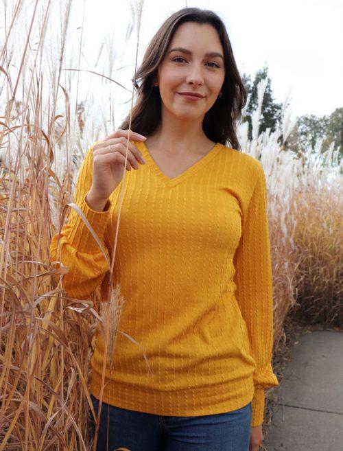 chandail-sweater-pour-femme-ocre-look-chic-confo-vetement-fait-au-quebec-boutique-en-ligne-marilou-design