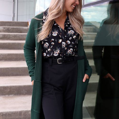 cardigan-look-with-shirt-black-chemise-noir-pour-femme-vetement-designer-quebecois-boutique-en-ligne-made-in-canada-marilou-design