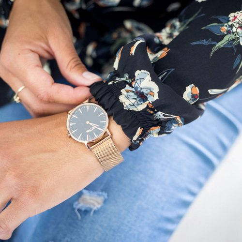shirt-black-chic-with-flowers-chemise-noir-pour-femme-vetement-designer-quebecois-en-ligne-made-in-canada-marilou-design