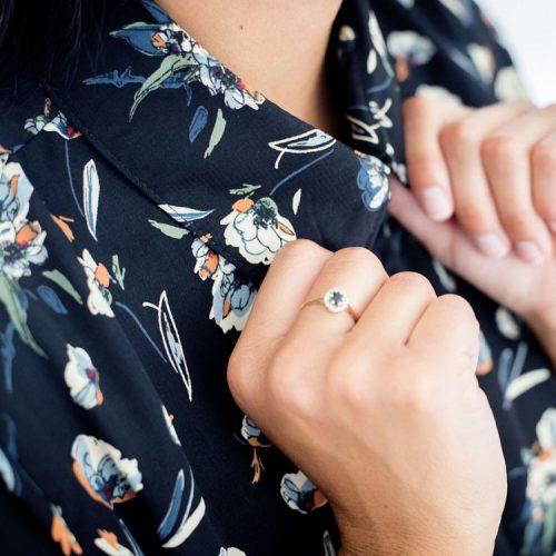 shirt-black-with-flowers-chemise-noir-pour-femme-chic-vetement-designer-quebecois-en-ligne-made-in-canada-marilou-design