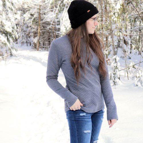sweater-chandail-gris-fait-au-quebec-tricot-matelasse-vetement-femme-en-ligne-marilou-design