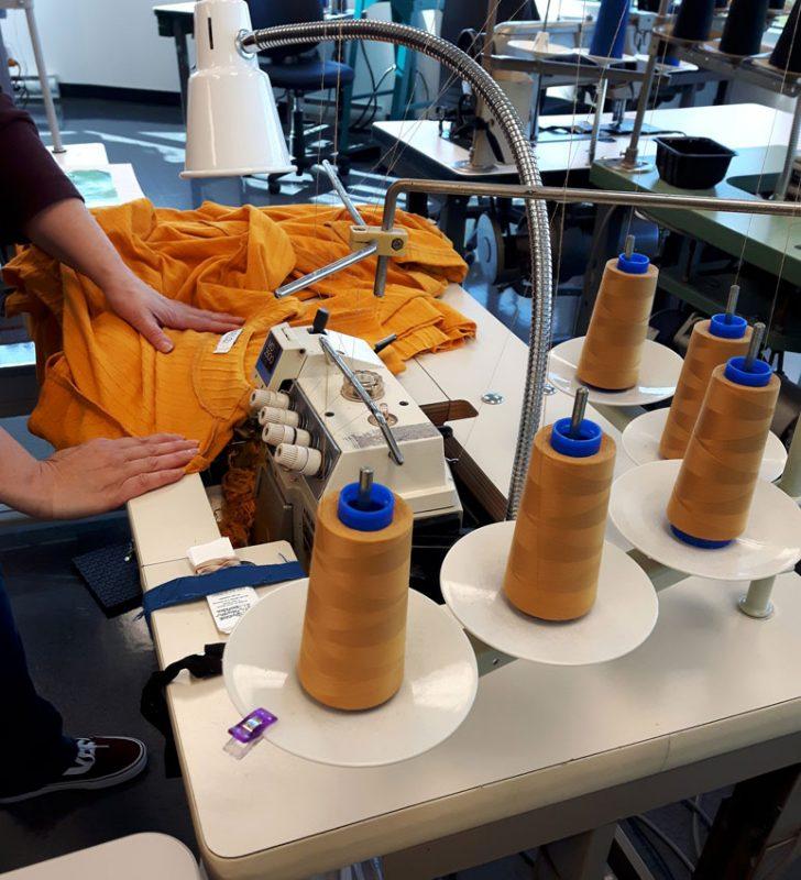 confection-etape-fabrication-de-vetement-fait-au-quebec-marilou-design