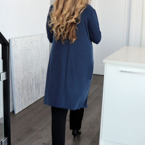 look-cardigan-long-blue-made-in-quebec-mouchic-marilou-design